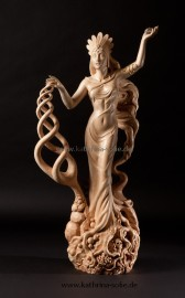 """Gaia"", limewood, 92 cm"